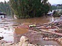 Karaçoban'ı dolu ve sel vurdu